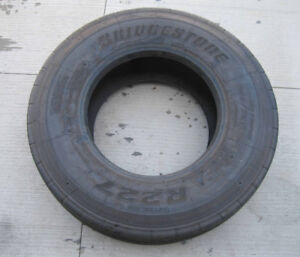 305/70/19.5 Bridgestone R227 lowprofile Steer Tires