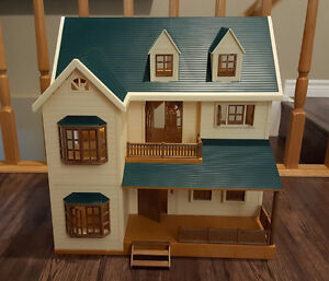 Calico Critters Deluxe Village house with all accessories
