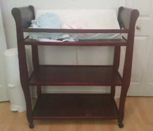 Graco Change Table - with change pad and 2 covers