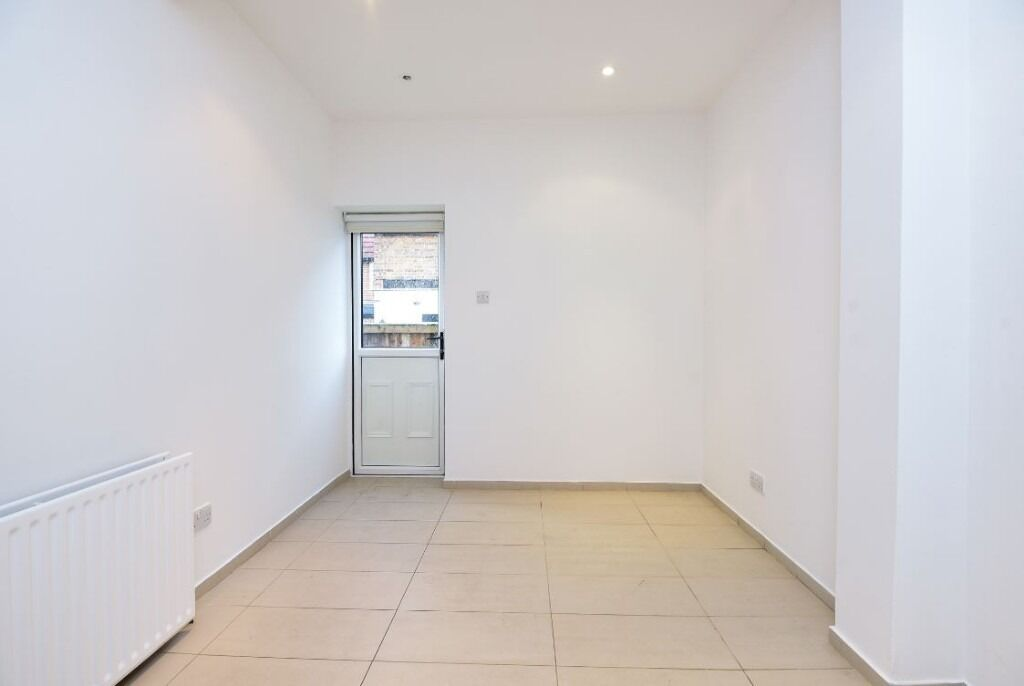 A Spacious One Bedroom Apartment On St James' Drive - £1250pcm
