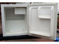 Fridgemaster MTRR49TTA 45L Compact Refrigerator