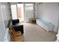 One Bedroom Ground Floor Flat - Private Garden - Centrally Located - £1,000 PCM