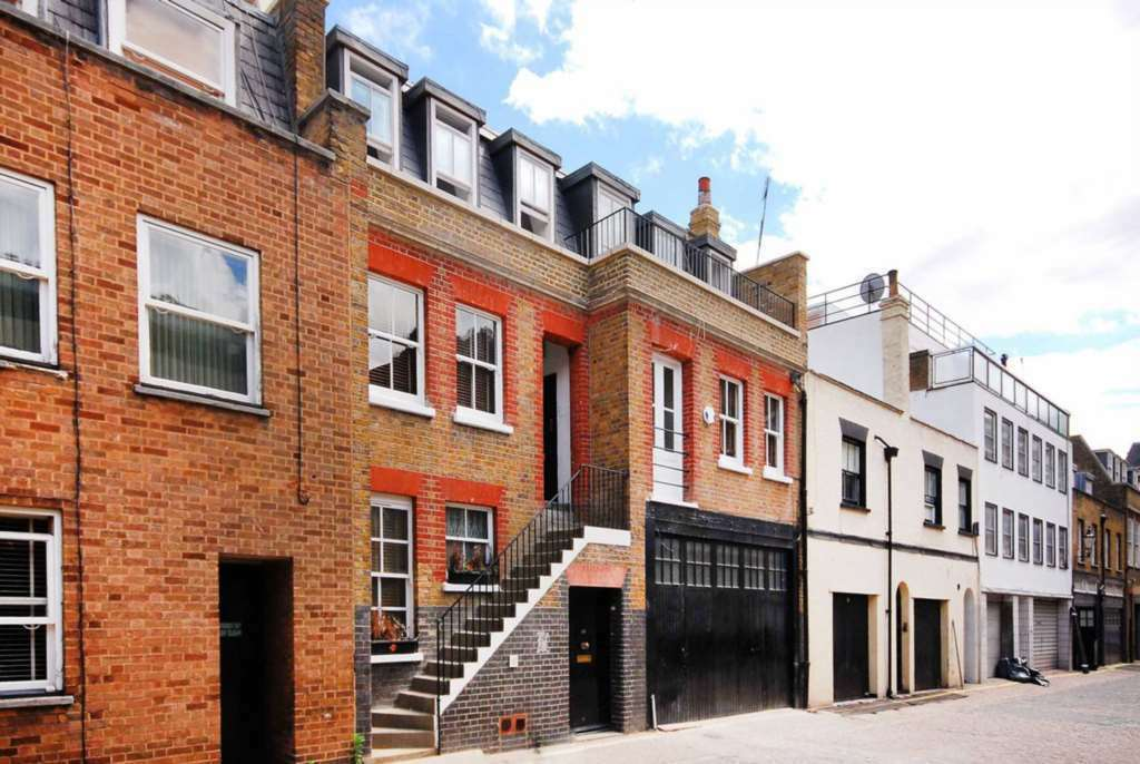 1 bedroom flat in Weymouth Mews, Marylebone, W1