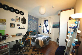 2 spacious student rooms available near seafront and town centre. 1 double room and 1 ensuite