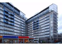 Lovely 2 bedroom vista building part DSS welcome with suffient funds £300 per week £1300 per month