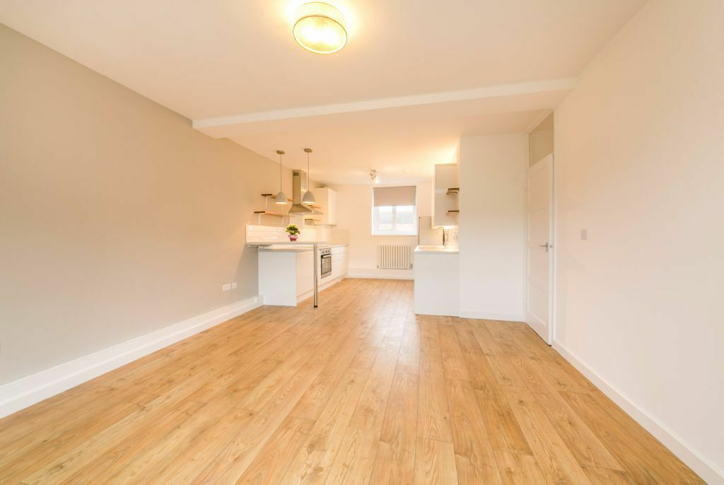 BRAND NEW, HIGH-SPEC, 3 EXTRA LARGE DOUBLE BEDROOMS 1 MINUTE FROM STATION