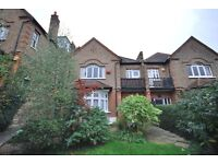 HUGE 2 DOUBLE BEDROOM FLAT WITH A PATIO! SEPERATE KITCHEN, LARGE SEPERATE LIVING ROOM, RENT MID MAY