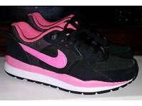 Nike Airmax Wind Runner Sports Trainers Size 4 Ladies Girls Black Pink