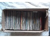 MIXED SELECTION OF SINGLES IN PIC & PLAIN SLEEVES.