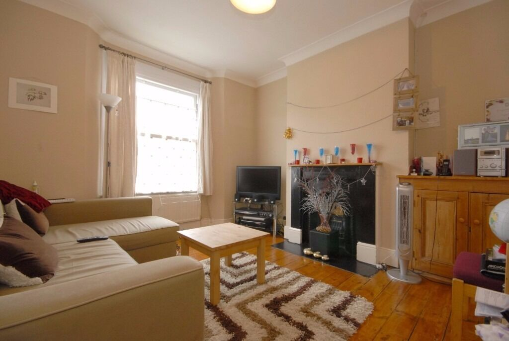 Period two DOUBLE bedroom flat - Wingford Road - SW2