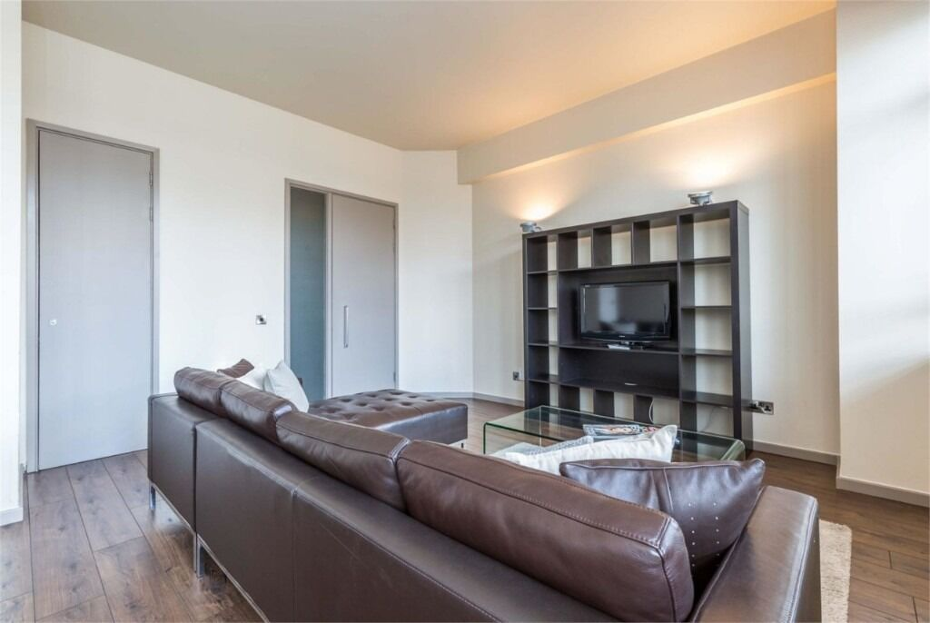 Modern Spacious 1 Double Bedroom Apartment With Flat Screen TV, Concierge, Residential Gymnasium .