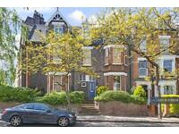 3 bedroom flat in Pilgrims Lane, London, NW3 (3 bed)