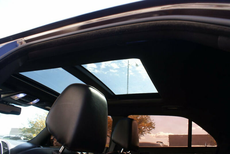 Image 12 Voiture American used Chrysler 300 Series 2012
