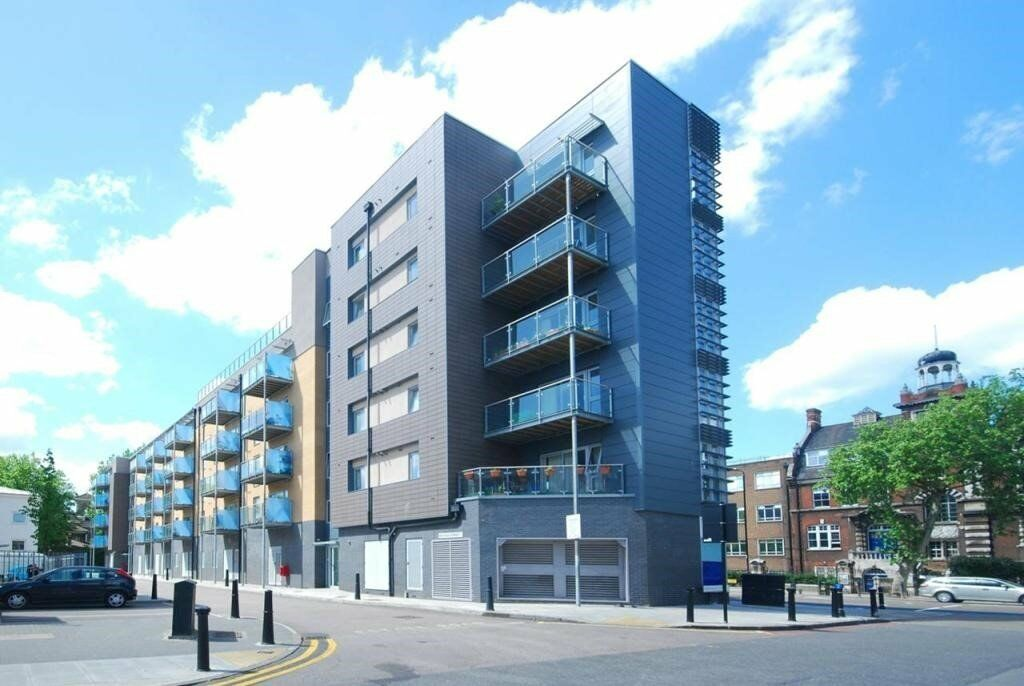 A well presented one bedroom apartment located in the heart of Mile end