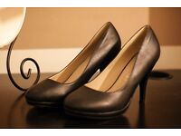 Brand NEW Classic leather black heels (UK6/ Eur39)