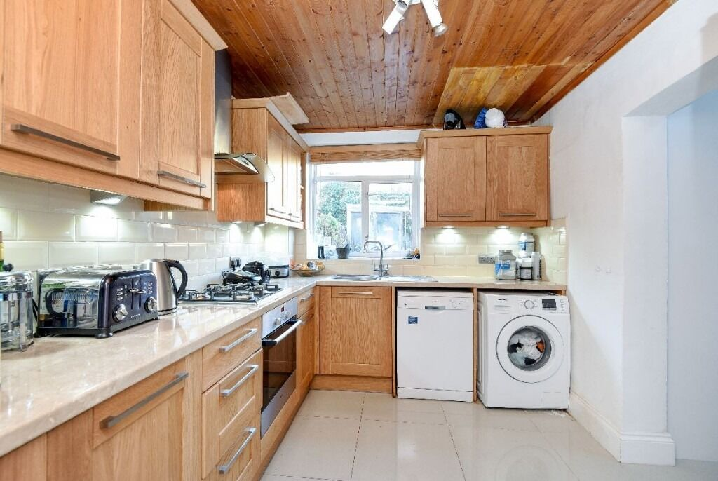 A Bright & Spacious 5 Bedroom House On Gosberton Road - £3000pcm