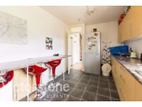 **Spacious 3 double bed&large lounge&balcony, only 15min bus ride from central available**