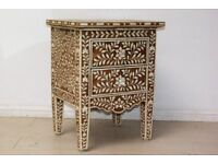 BEAUTIFUL BROWN AND WHITE BONE INLAY BEDSIDE TABLE