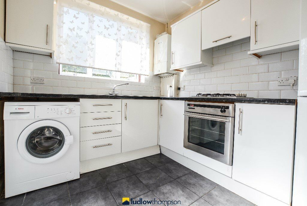 REDUCED TO LET - 4 BED - LADYWELL AVAILABLE NOW. CALL 0208 6139696