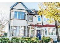 Nice and modern corner 3/4 bedroom house (end of terrace) with spacious garden and covered patio W13