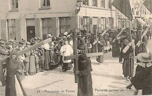 CARTE-POSTALE-BELGIQUE-PROCESSION-DE-FURNES-PENITENTS-PORTANT-LA-CROIX
