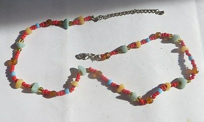 Collier artisanal chatoyant de couleur vives – ras du cou -