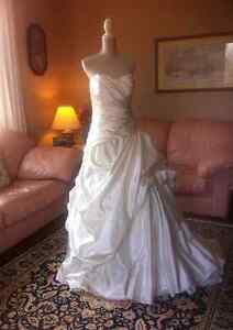 Brand New Ivory Strapless Satin daVinci Gown, with tags, size 12