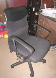 Comfortable Black Leather/Mesh Computer/Office Chair in good con