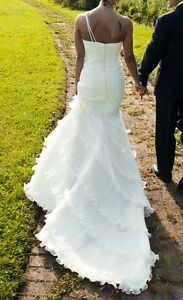Provonias Wedding Dress, Size 3, Mint condition