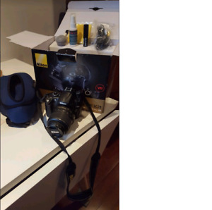 Nikon D5000 18-55 VR Camera with Case