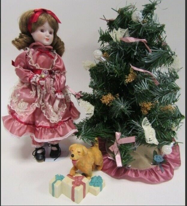VINTAGE CHRISTMAS AROUND THE WORLD - DECORATING THE TREE DOLL IN ORIGINAL BOX