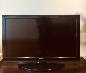 Écran PLAT Toshiba 35'' / FLAT TV SCREEN