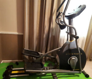 Excellent Condition - Livestrong 8.0E Elliptical Machine
