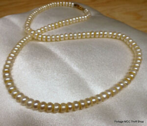 10 kt Cultured Button Pearl Necklace
