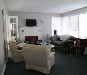 Bright Spacious 3 bedroom House near Campus
