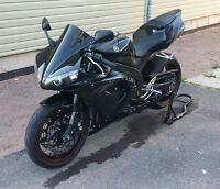 Like new 2006 YZF R1 with very little km new tire and more.