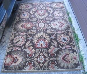 Used Hand Made WOOL 4'X 6' Area Rug,made in India, still good