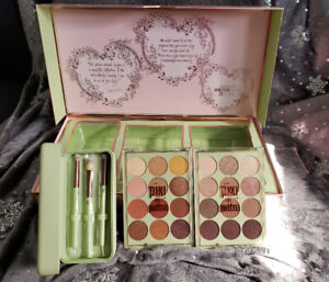 PIXI BY PETRA RARE PR/INFLUENCER KIT W/PALETTES & BRUSHES RARE!!