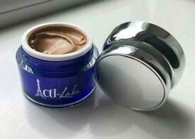Tinted moisturiser. Evens out skin tone.