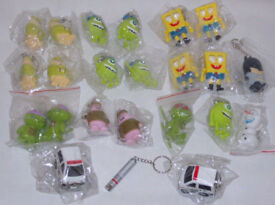 JOBLOT BUNDLE OF 22 DISNEY CARTOON FILM KEYCHAINS LED TORCH & SOUND BATMAN BOB.*