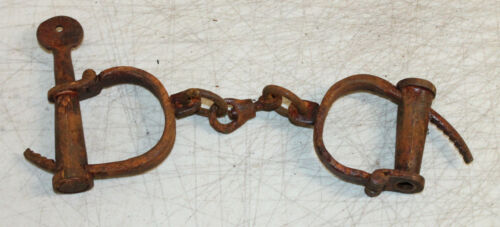 OLD VINTAGE ANTIQUE STYLE IRON PRISONER HANDCUFFS WITH KEY SHACKLES POLICE