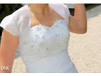 Wedding dress size 10-12 with veil petticoat and bolero