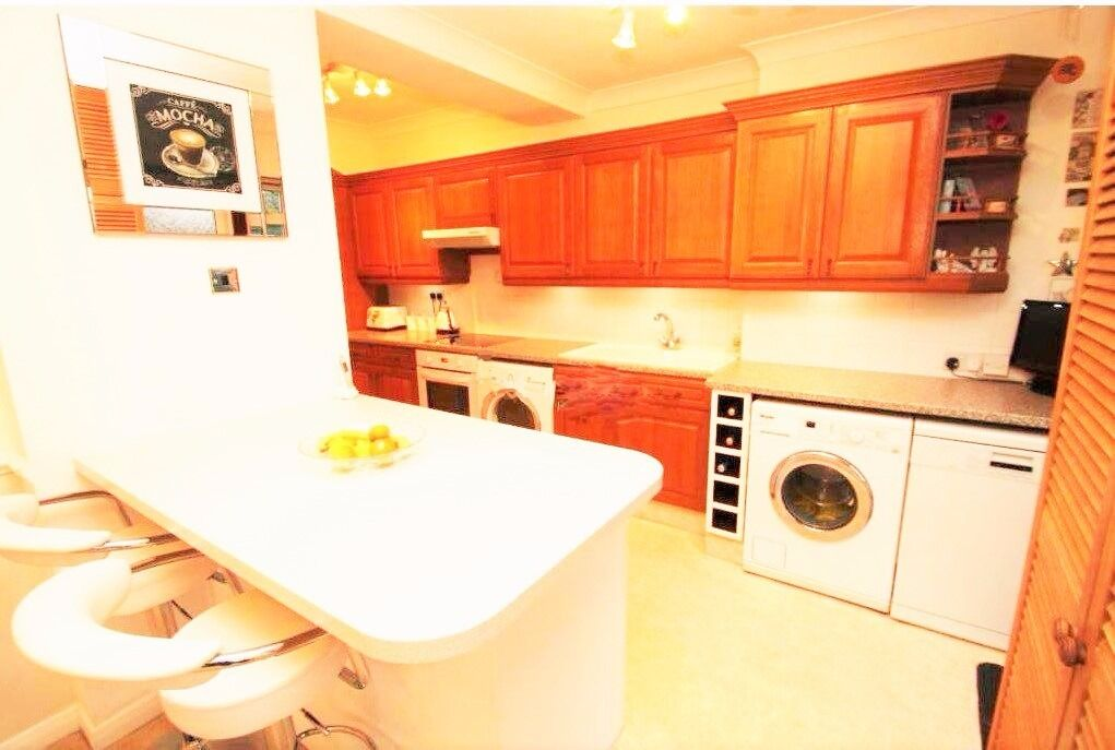 NEWLY REFURBISHED 3 BED HOUSE TO RENT IN DAGENHAM. £1450. CLOSE TO DAGENHAM EAST STATION.