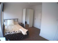 En-Suite Double Room - Modern Female House - Bills & Wi-Fi Included