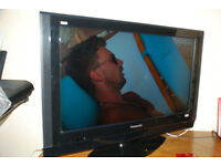 PANASONIC T.V. 'VIERA' TX-32LXD85 LCD & REMOTE. PERFECT CONDITION & FULL WORKING ORDER
