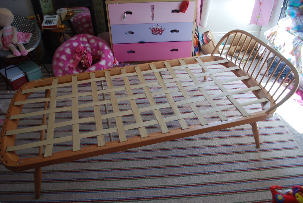 Ercol Mid 20th Century Blond Wood Vintage Single Bed In County