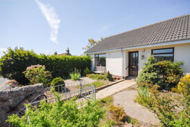 Bright warm bungalow, 2 bed, end terrace. Garden front and back.