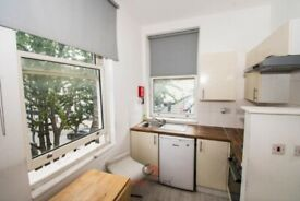 Studio apartment in prime location, Warwick Rd, Kensington, Earls Court, SW5 Ref: 1205