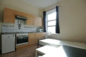 First floor studio flat to rent on High Street, Harlesden. Less than 2 mins to Willesden Junction