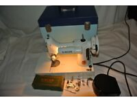 White Singer 221K Portable Featherweight Sewing Machine